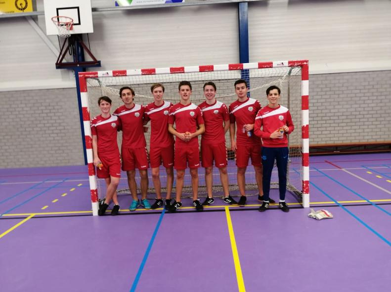 Jeugd Noordwijk wint in zaal